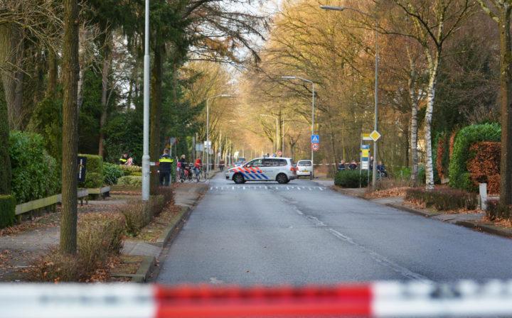 Politieagenten doen onderzoek naar de ontvoering in Nunspeet - Foto: ANP