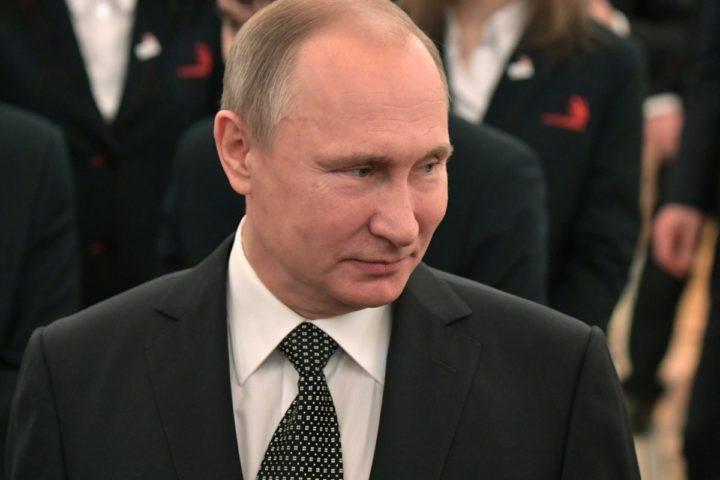 2016-12-09 13:11:27 epa05667195 Russian President Vladimir Putin meets with members of the WorldSkills Russian national team in the Kremlin in Moscow, Russia, 09 December 2016. EPA/ALEXEY NIKOLSKY / SPUTNIK / KREMLIN POOL MANDATORY CREDIT