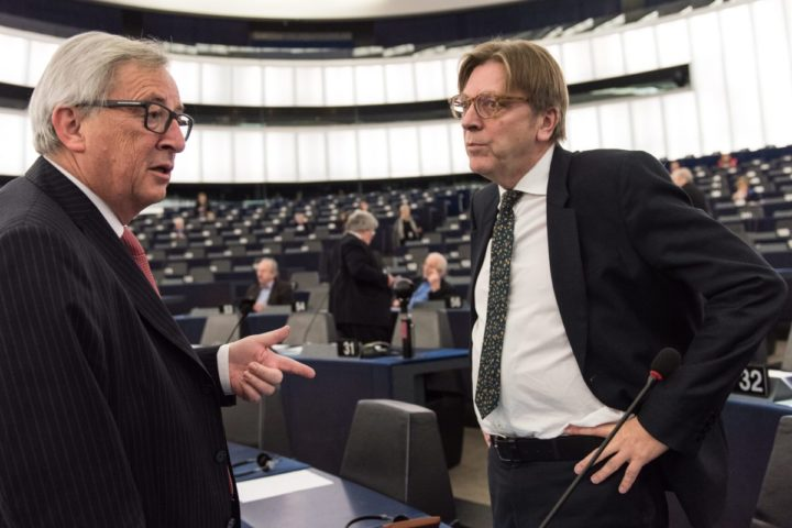 2016-01-19 09:06:49 epa05110404 Guy Verhofstadt (R), leader of the ALDE Liberal group at the European Parliament, speaks with Jean-Claude Juncker (L), President of the European Commission, before the plenary session at the European Parliament in Strasbourg, France, 19 January 2016. EPA/PATRICK SEEGER