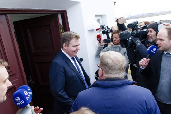 2016-04-05 00:00:00 epa05245096 Iceland's Prime Minister Sigmundur David Gunnlaugsson (L) talks to media outside the residence of Iceland's President President Olafur Ragnar Grimsson after a meeting of the two 05 April 2016 in Reykjavik, Iceland. Media reports on 05 April 2016 state Prime Minister Sigmundur David Gunnlaugsson asked president's permission to dissolve the parliament and hold snap elections, a wish President Grimsson denied. The move follows allegations Gunnlaugson's name may appear in leaked documents published on 03 April 2016, suggesting that 140 politicians and officials from around the globe, including 72 former and current world leaders, have connections with secret 'offshore' companies to escape tax scrutiny in their countries. The leak involves 11.5 million documents from one of the world's largest offshore law firms, Mossack Fonseca, based in Panama. EPA/BIRGIR POR HARDARSON ICELAND OUT