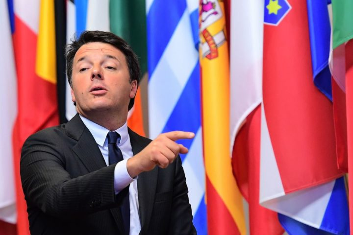2016-10-21 08:14:21 Italian Prime Minister Matteo Renzi points a finger as he leaves the European Union leaders summit on October 21, 2016 at the European Council, in Brussels. British Prime Minister Theresa May seeks to allay fears of the disruptive impact of Brexit after a wave of criticism as she addresses European Union leaders at her first EU summit. / AFP PHOTO / EMMANUEL DUNAND