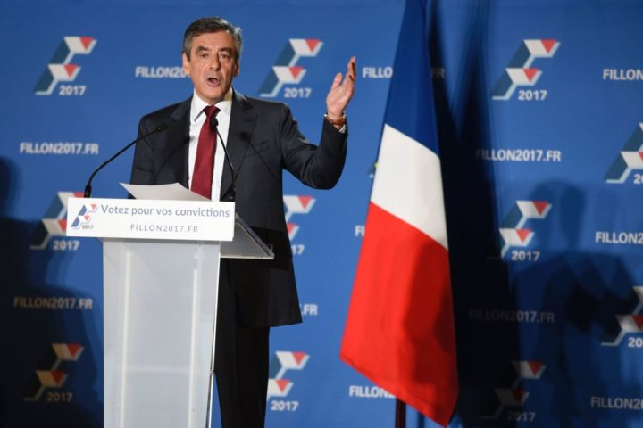 2016-11-22 22:56:34 Candidate for the right-wing Les Republicains (LR) party primaries ahead of the 2017 presidential election and former French prime minister Francois Fillon delivers a speech during a meeting on November 22, 2016 in Chassieu, southwestern France. / AFP PHOTO / JEAN-PHILIPPE KSIAZEK