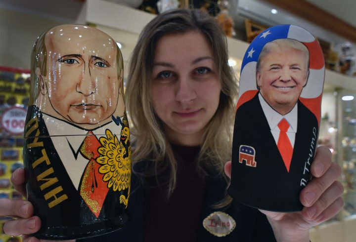 2017-01-16 08:37:55 An employee displays traditional Russian wooden nesting dolls, Matryoshka dolls, depicting US President-elect Donald Trump (R) and Russian President Vladimir Putin at a gift shop in central Moscow on January 16, 2017, four days ahead of Trump's inauguration. / AFP PHOTO / Alexander NEMENOV