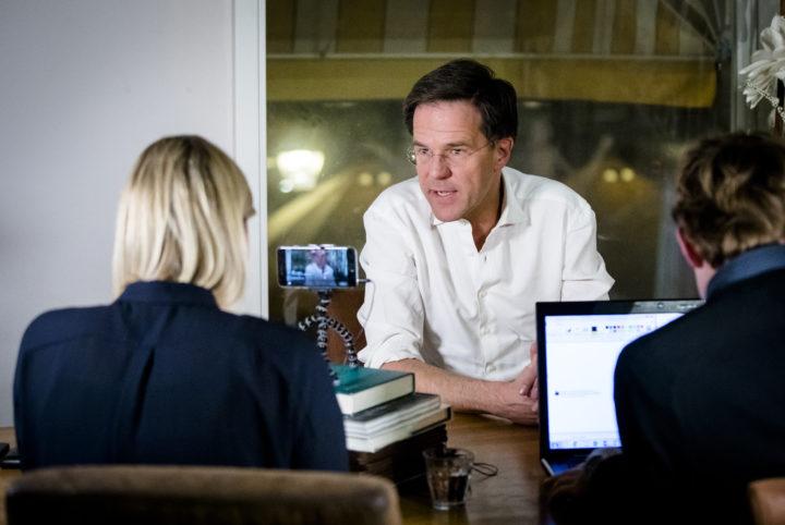 2017-01-23 19:11:18 DEN HAAG - Premier Mark Rutte beantwoordt vragen tijdens een Facebook sessie. ANP BART MAAT