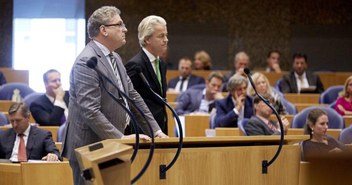2014-09-17 13:23:02 DEN HAAG - Kamerlid Henk Krol (L, 50Plus/Baay) en PVV-leider Geert Wilders tijdens de Algemene Politieke Beschouwingen in de Tweede Kamer. ANP MARTIJN BEEKMAN