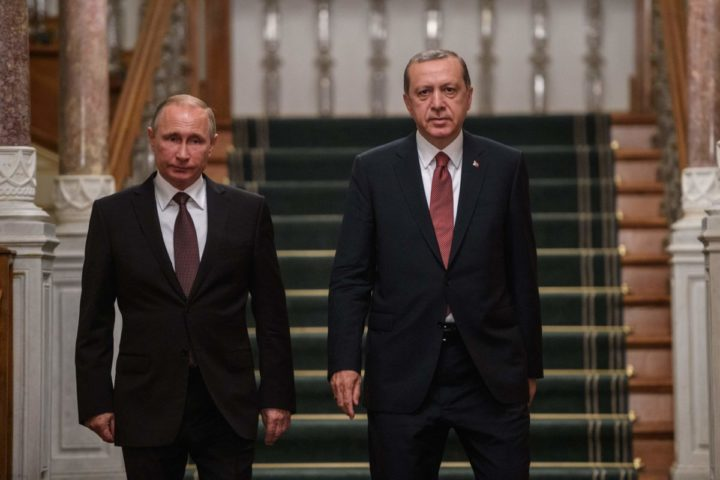 2016-10-10 19:13:26 Russian President Vladimir Putin (L) and Turkish President Recep Tayyip Erdogan (R) arrive for a press conference on October 10, 2016 in Istanbul. Putin visits Turkey on October 10 for talks with counterpart Recep Tayyip Erdogan, pushing forward ambitious joint energy projects as the two sides try to overcome a crisis in ties. / AFP PHOTO / OZAN KOSE
