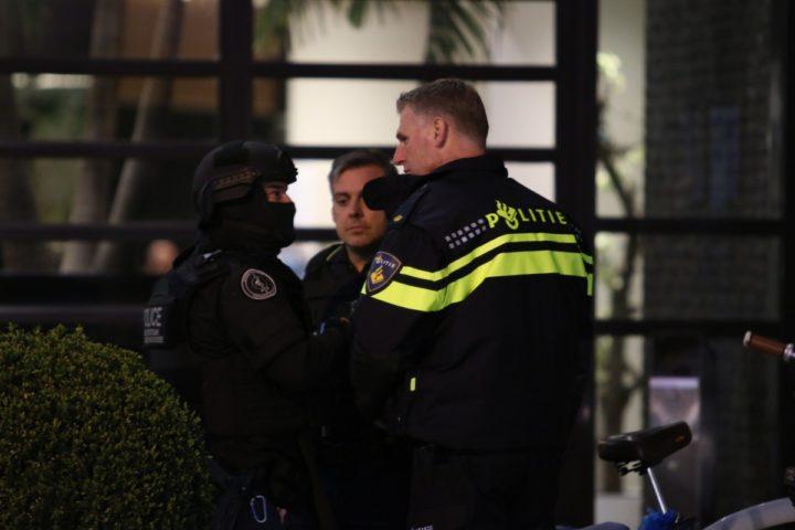 2016-04-07 21:03:03 (ARCHIEFFOTO 07-04-2016) ROTTERDAM - Onderzoek bij het Van der Valkhotel waar twee motorclubs met elkaar slaags raakten. Getuigen meldden dat er zo'n twintig keer is geschoten. ANP JOEY BREMER / MEDIATV