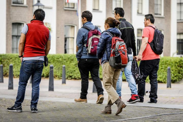2015-07-22 11:48:25 UTRECHT - De zes asielzoekers uit Tibet verlaten de rechtbank van Utrecht. Ze eisen bij de Centrale Raad van Beroep dat ze permanent en onvoorwaardelijk recht krijgen op onderdak, voedsel en kleding. ANP REMKO DE WAAL