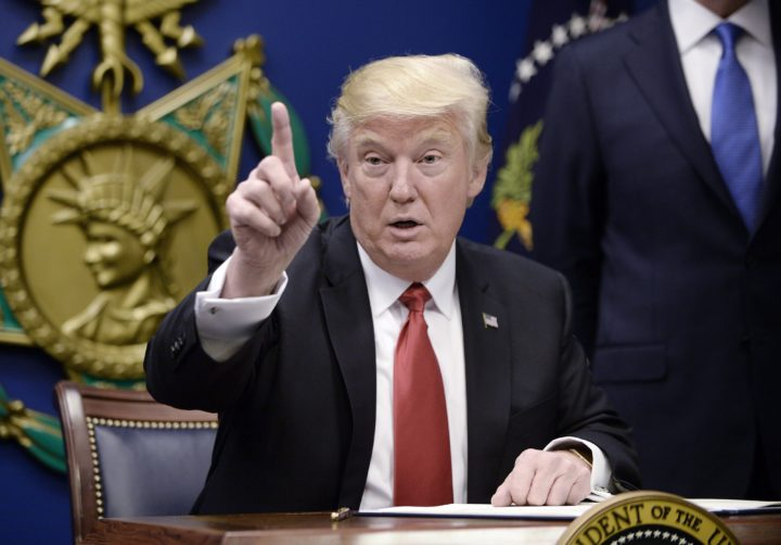 2017-01-27 13:45:05 epa05755635 US President Donald Trump gestures during the signing of Executive Orders in the Hall of Heroes at the Pentagon in Arlington, Virginia, USA, 27 January 2017. EPA/OLIVIER DOULIERY / POOL