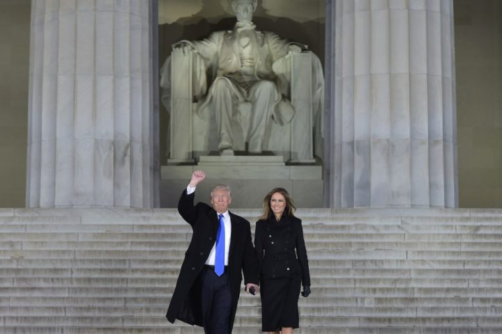 2017-01-19 21:54:25 US President-elect Donald Trump and his wife Melania arrive to attend an inauguration concert at the Lincoln Memorial in Washington, DC, on January 19, 2017. / AFP PHOTO / MANDEL NGAN