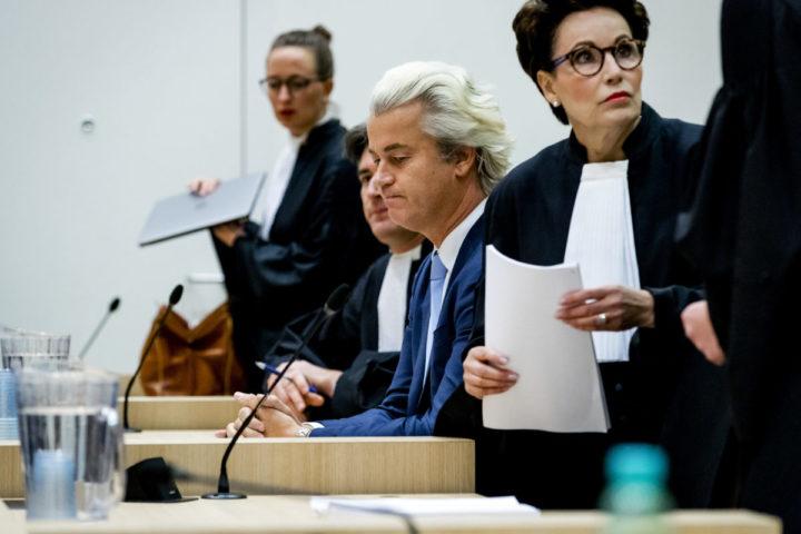 2016-11-23 15:19:01 SCHIPHOL - Geert Wilders in de rechtbank op Schiphol in de zaak rond de minder Marokkanen-uitspraken van de PVV-leider. Wilders maakt gebruik van zijn recht op het laatste woord in het proces. ANP ROBIN VAN LONKHUIJSEN