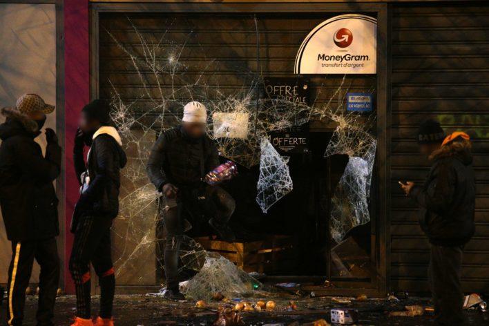 Ingeslagen ruiten Foto: AFP