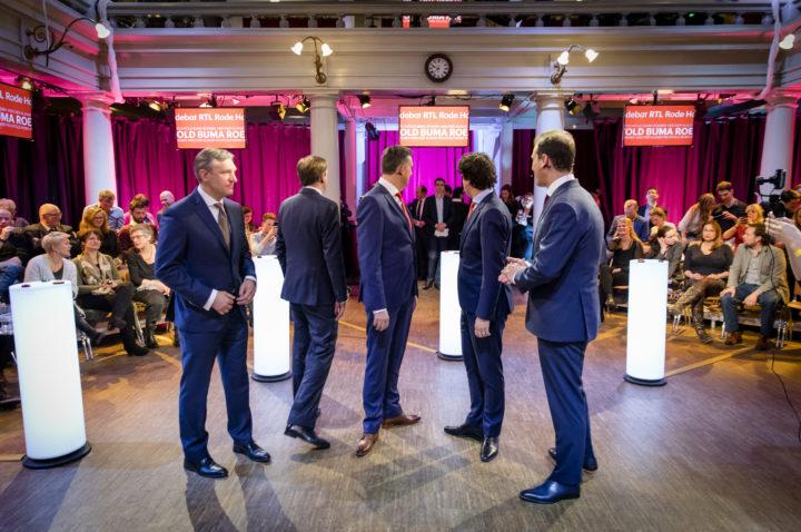 2017-02-26 22:41:06 AMSTERDAM - (VLNR) Sybrand Buma (CDA), Alexander Pechtold (D66), Emile Roemer (SP), Jesse Klaver (Groenlinks) en Lodewijk Asscher (Pvda) tijdens een onderbreking van het RTL Rode Hoed debat, het eerste televisiedebat in aanloop naar de Tweede Kamerverkiezingen. ANP BART MAAT
