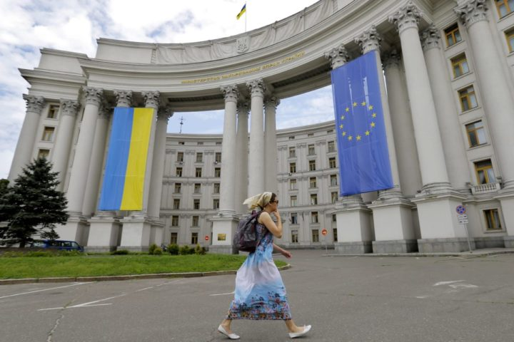 2014-05-24 11:00:46 epa04222506 An Ukrainian woman passes the building of the Foreign Ministry, which is decorated with Ukrainian and EU flags, in Kiev, Ukraine, 24 May 2014, on the eve of the 25 May presidential elections in Ukraine. Ukrainians will choose their president in upcoming elections on 25 May, which Western governments say are crucial in stabilizing the country. Separatist leaders have called for a boycott of the poll. The international community has condemned the unrest in eastern Ukraine, which followed Russia's annexation of the Ukrainian peninsula of Crimea in March. EPA/ROBERT GHEMENT