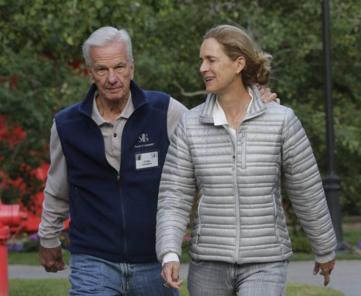 2015-07-09 09:14:31 epa04839222 Jorge Paulo Lemann, Swiss-Brazilian banker arrives with his wife Susanna Lemann at the Allen and Company 33rd Annual Media and Technology Conference, in Sun Valley, Idaho, USA, 09 July 2015. The event brings together the leaders of the world's of media, technology, sports, industry and politics. EPA/ANDREW GOMBERT