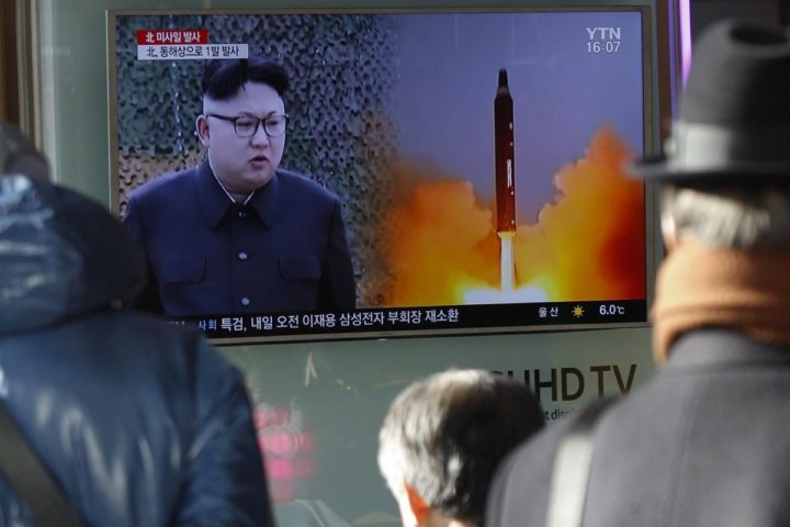 2017-02-12 16:11:26 epa05786896 South Koreans watching a television news broadcast at a station in Seoul, South Korea. According to reports quoting South Korea's military, North Korea has test-fired an unidentified type of ballistic missile at 07:55 local time on 12 February 2017, from the Banghyon air base in the country's western province of North Pyongan. The projectile reportedly flew some 500km towards the Sea of Japan. North Korea is under tough UN sanctions following its recent nuclear and missile tests at a moment of great tension in the Korean peninsula. EPA/KIM HEE-CHUL
