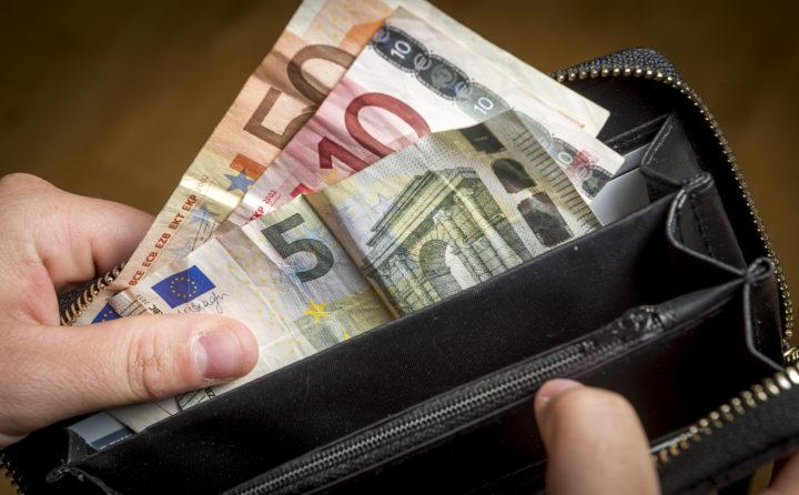 Moeten mensen met hogere inkomens meer belasting afdragen? - Foto: ANP