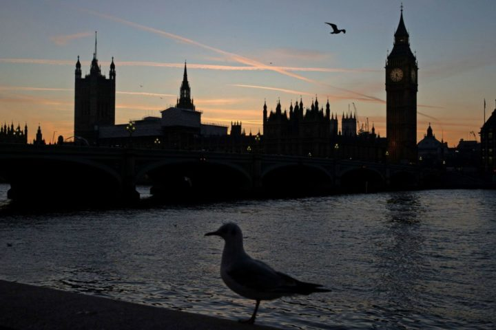 2017-01-17 16:30:52 The sun sets behind The Palace of Westminster in London on January 17, 2017. British Prime Minister Theresa May on Tuesday said for the first time that Britain would leave the EU's single market and seek a new customs deal with the bloc but the precise timings and terms of departure are uncertain as negotiations have yet to begin. / AFP PHOTO / DANIEL LEAL-OLIVAS