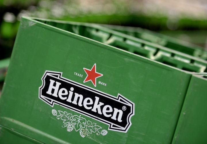 2013-09-03 17:03:56 DEN BOSCH - Kratten Heinekenbier in de productieplaats in Den Bosch waar, naast Heineken, ook merken als Amstel en Desperados worden gemaakt. ANP XTRA MARCO DE SWART