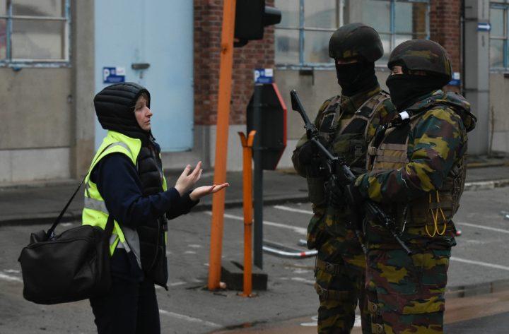 Belgische militairen bewaken de toegang tot het Brusselse metronetwerk Bron: ANP