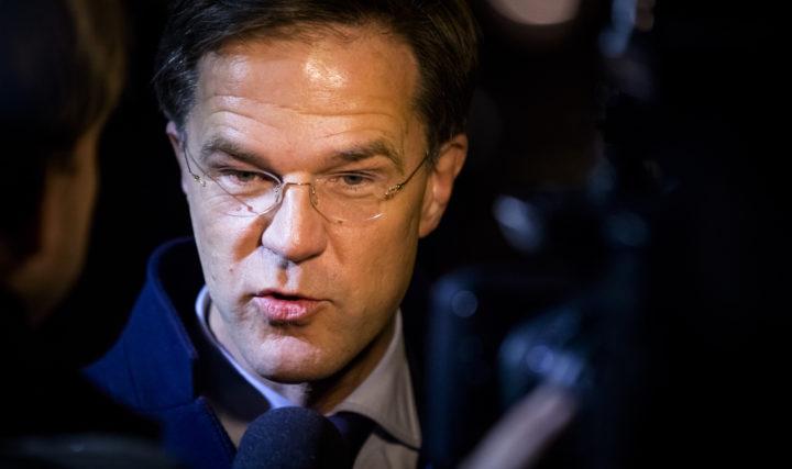 2017-03-05 20:49:13 AMSTERDAM - Premier Mark Rutte arriveert bij Carre voor aanvang van het Carre debat, het tweede televisiedebat van RTL in aanloop naar de Tweede Kamerverkiezingen. ANP BART MAAT