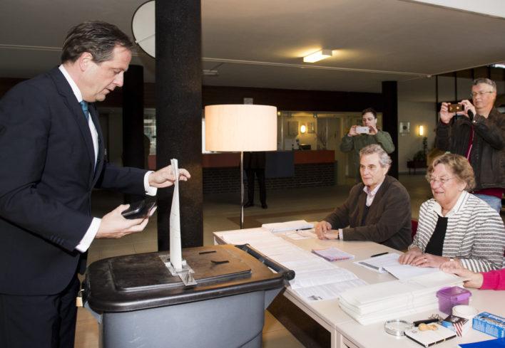 Verkiezingen: Pechtold brengt zijn stem uit