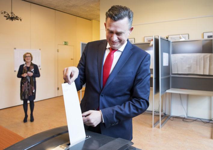 Verkiezingen: Roemer brengt zijn stem uit