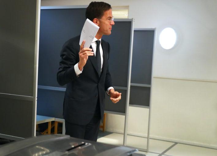 Verkiezingen: Rutte brengt zijn stem uit