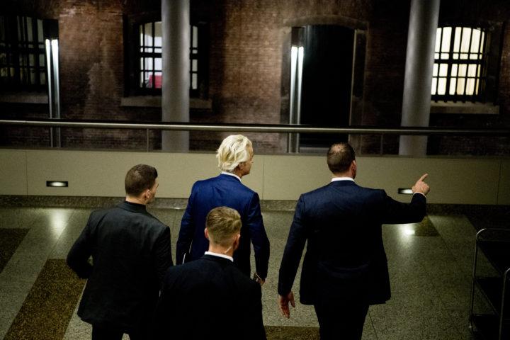 2017-03-16 02:16:12 DEN HAAG - PVV-leider Geert Wilders nadat hij in het Tweede Kamer gebouw de pers te woord heeft gestaan tijdens de uitslagenavond na de Tweede Kamerverkiezingen. ANP ROBIN UTRECHT