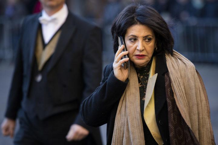 2016-11-29 11:44:35 DEN HAAG - Kamervoorzitter Khadija Arib arriveert op het Binnenhof voor de ontvangst van de Belgische Koning Filip, tijdens een driedaags staatsbezoek. ANP ROYAL IMAGES BART MAAT