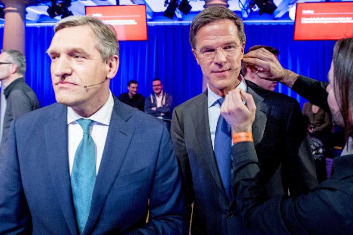 5-3-2015 - AMSTERDAM AMSTERDAM - Partijleiders (VLNR) Alexander Pechtold (D66), Sybrand Buma (CDA), Mark Rutte (VVD), Emile Roemer (SP) en Diederik Samsom (PvdA) voor aanvang van het RTL-verkiezingsdebat in de Rode Hoed. In aanloop naar de Provinciale Statenverkiezingen gaan de leiders van de grootste politieke partijen in de Tweede Kamer tijdens het televisiedebat met elkaar in discussie over landelijke onderwerpen. PVV-leider Geert Wilders doet niet mee, omdat hij griep heeft. Verkiezingsdebat van Rtl in de rode hoed met Mark Rutte Emiel Roemer , Alexander Pechtold , Diederick Samsom ,en Buma voor de De Provinciale Statenverkiezingen 2015 zijn Nederlandse verkiezingen waarbij de leden van de Provinciale Staten in de twaalf Nederlandse provincies voor de periode 2015/2019 worden gekozen. Deze verkiezingen vinden plaats op 18 maart 2015. RTL televisie debat voor de provinciale staten verkiezingen. Alexander Pechtold, Sybrand Buma, Emile roemer, Diederik Samsom. COPYRIGHT ROBIN UTRECHT