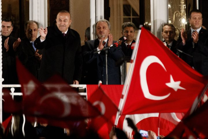 2017-03-07 19:04:33 epa05835087 Turkish Foreign Minister Mevlut Cavusoglu (3-L) greets the crowd in the garden of the Turkish Consulate in Hamburg, Germany, 07 March 2017. The Turkish Foreign Minister Mevlut Cavusoglu will speak during an event in the Consulate. EPA/CARSTEN KOALL
