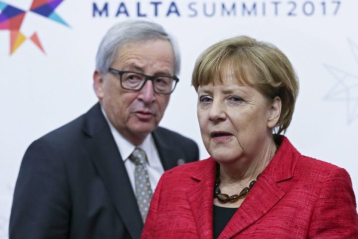 2017-02-03 13:22:14 epa05769174 EU Commission President Jean-Claude Juncker (L) and German Chancellor Angela Merkel (R) during informal meeting of EU heads of state or government in Valletta, Malta, 03 February 2017. The European Union (EU) leaders met on the migration situation, focusing on the Central Mediterranean route and Libya, and were to discuss the future of the EU after Brexit.  EPA/OLIVIER HOSLET