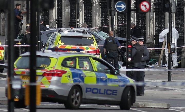 Politie sluit de omgeving rond Westminster af - Foto: AFP