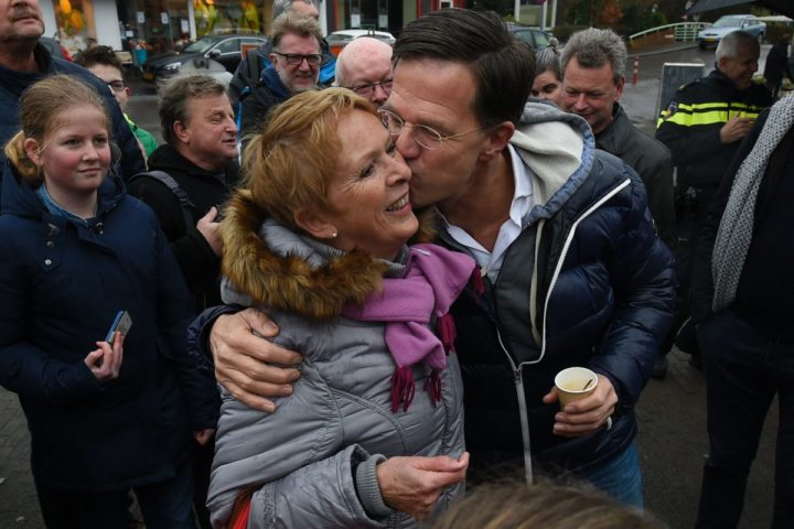 2017-02-25 13:48:48 Dutch Prime Minister Mark Rutte (R) greets a local citizen in Wormerveer on February 25, 2017 as he campaigns for re-election ahead of the March 15 vote. / AFP PHOTO / JOHN THYS