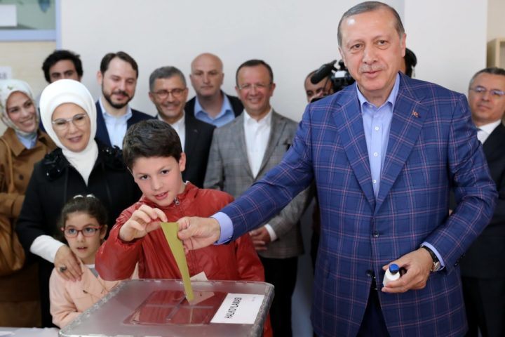 2017-04-16 11:42:38 epa05910546 Turkish President Recep Tayyip Erdogan (R) cast his vote with his grandson Mehmet Akif (L) as his wife Emine (L-back) and granddaughter Mahinur acompany him at a polling station for a referendum on the constitutional reform in Istanbul, Turkey, 16 April 2017. The proposed reform, passed by Turkish parliament on 21 January, would change the country's parliamentarian system of governance into a presidential one, which the opposition denounced as giving more power to Turkish president Recep Tayyip Erdogan. EPA/TOLGA BOZOGLU
