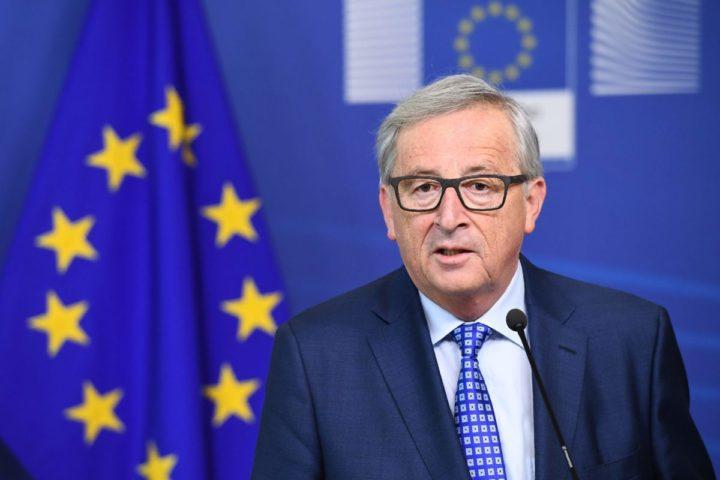 2017-04-06 08:33:57 European Commission President Jean-Claude Juncker addresses a press conference after meeting with Swiss President at the European Commission in Brussels on April 6, 2017. / AFP PHOTO / EMMANUEL DUNAND