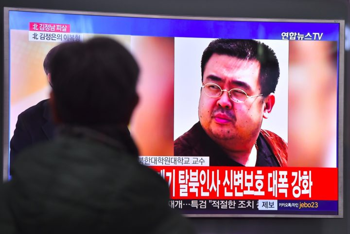 2017-02-14 12:37:11 A man watches a television showing news reports of Kim Jong-Nam, the half-brother of North Korean leader Kim Jong-Un, in Seoul on February 14, 2017. Kim Jong-Nam, the half-brother of North Korean leader Kim Jong-Un has been assassinated in Malaysia, South Korean media reported on February 14. / AFP PHOTO / JUNG Yeon-Je