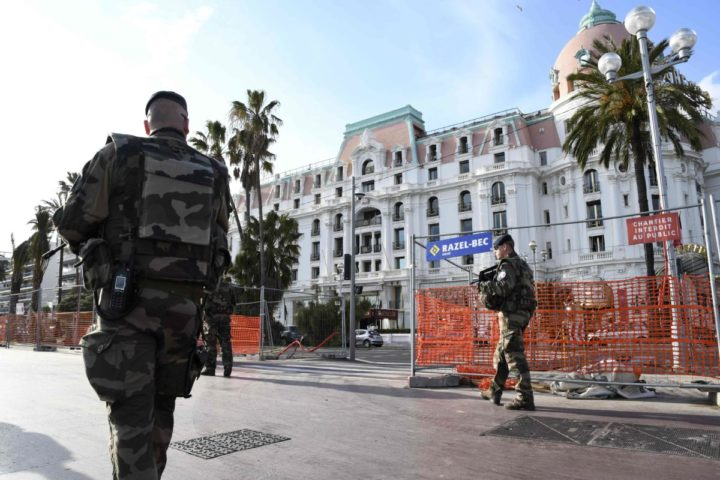 2017-03-22 16:48:39 French soldiers patrol on March 22, 2017 on the seafront Promenade des Anglais in Nice, southeastern France, where bollards and fences are installed to prevent any vehicle intrusion. On July 14, 2016 a 31-year-old Tunisian extremist rammed a 19-ton truck through a crowd celebrating Bastille Day, killing 86 people and injuring more than 400 on the Promenade des Anglais. Andre, like other residents, still in a state of shock following the attack, will vote for the first time for the far-right Front National (FN) party candidate in the French presidential election. / AFP PHOTO / YANN COATSALIOU