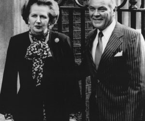 1982-04-13 00:00:00 U.S.Secretary of State Alexander Haig arrives at Dowing Street 4/13 and is met by P.M. Margaret Thatcher, for further talks on the Falkland Islands crisis./U.S.Secretary of State Alexander Haig arrives at Dowing Street 4/13 and is met by P.M. Margaret Thatcher, for further talks on the Falkland Islands crisis.