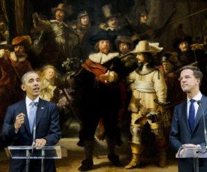 2014-03-24 11:54:56 AMSTERDAM - De Amerikaanse president Barack Obama (L) en premier Mark Rutte bij De Nachtwacht in het Rijksmuseum. Obama is in Nederland voor de Nuclear Security Summit. ANP POOL JERRY LAMPEN