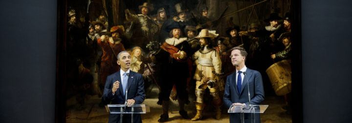 2014-03-24 11:54:56 AMSTERDAM - De Amerikaanse president Barack Obama (L) en premier Mark Rutte bij De Nachtwacht in het Rijksmuseum. Obama is in Nederland voor de Nuclear Security Summit. ANP POOL JERRY LAMPEN