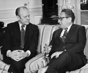 1975-01-12 16:31:00 (FILES) This file photo dated 12 January 1975 shows late US Gerald R. Ford (L) meeting with former Secretary of State Henry Kissinger at the White House Oval Office in Washingotn DC. Former US president Gerald Ford, who took over the White House after the resignation of Richard Nixon following the Watergate scandal, died 26 December 2006 at the age of 93, his wife said. AFP PHOTO/FILES