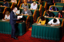 Afschaffing Groot Dictee bewijst failliet NPO