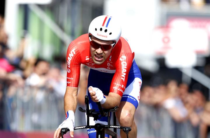 2017-05-28 17:19:46 MILAAN - Tom Dumoulin komt over de finish tijdens de slotetappe van de Ronde van Italie tussen Monza en Milaan. ANP BAS CZERWINSKI