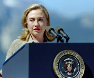 1995-08-26 00:00:00 First Lady Hillary Clinton speaks at a ceremony at the Jackson Lake Lodge in the Grand Teton National Park in WY 26 August marking the 75th anniversary of woman's sufferage in the US. Mrs. Clinton has come under criticism for planning to attend a United Nations Womens Conference in China next month. AFP PHOTO
