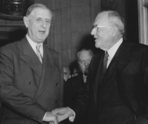 1958-07-05 12:00:00 After conferences and lunch at the french Prime Ministery, U.S. Secretary of State John Foster Dulles and French Premier Charles de Gaulle exchange Handshakes. Dulles invited De Gaulle in the U.S.A. on behalf of president Eisenhower.