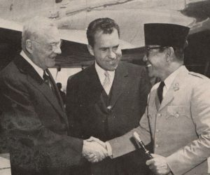 john_foster_dulles_richard_nixon_and_sukarno_presiden_soekarno_di_amerika_serikat_p2