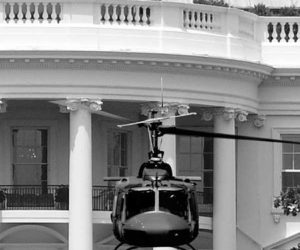 uh-1_being_removed_from_white_house_lawn