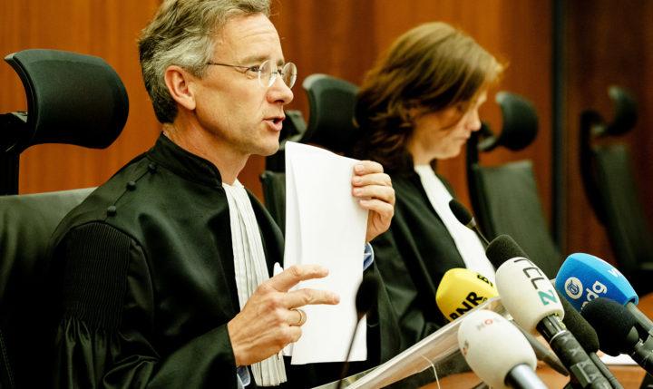 2017-05-29 17:16:41 AMSTERDAM - Gijs Makkink voorzitter ondernemingskamer doet de uitspraak bij de zaak Elliott Advisors tegen AkzoNobel in de Ondernemingskamer. ANP ROBIN VAN LONKHUIJSEN